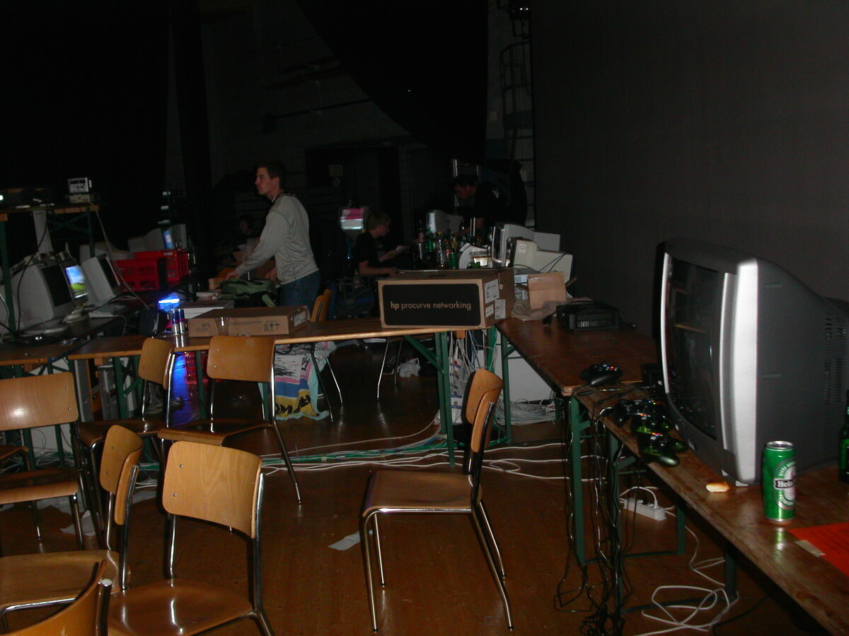 2003-10-03 - CAD 4 - 012
