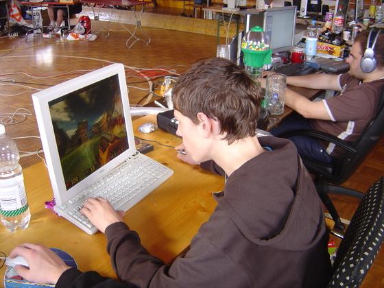2006-04-14 - LAN Radballhalle 06 - 001