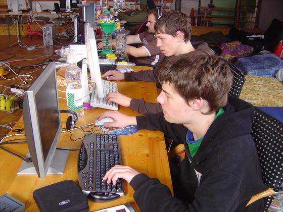 2006-04-14 - LAN Radballhalle 06 - 002
