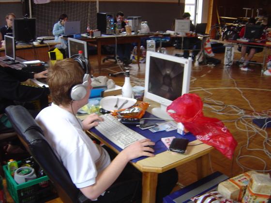 2006-04-14 - LAN Radballhalle 06 - 004