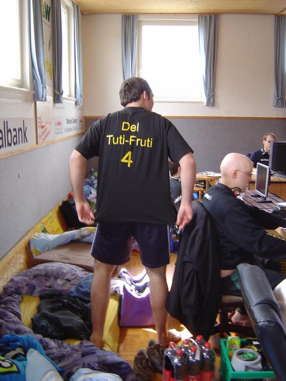2006-04-14 - LAN Radballhalle 06 - 006