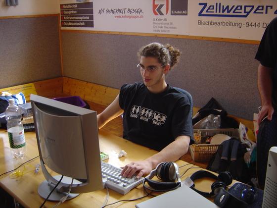 2006-04-14 - LAN Radballhalle 06 - 014