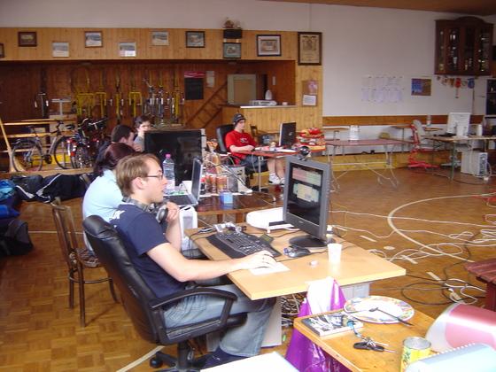 2006-04-14 - LAN Radballhalle 06 - 029
