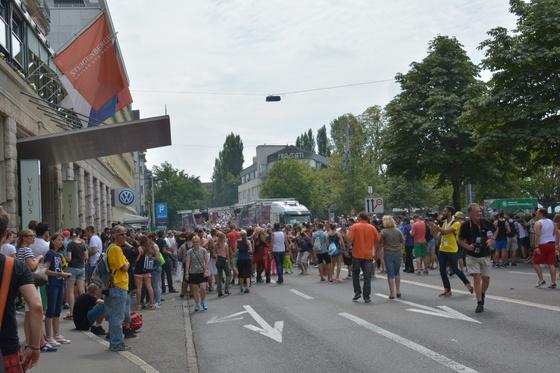 2014-08-02 - Street Parade 2014 - 001