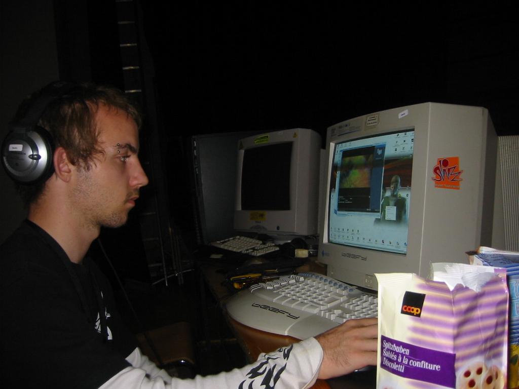 2003-10-03 - CAD 4 - 029