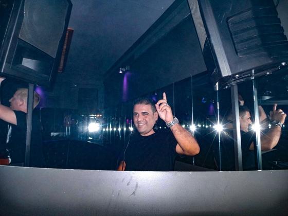 Sektor11 - Futurescope feat. 25 Years DJ Snowman with Stoneface & Terminal - 010