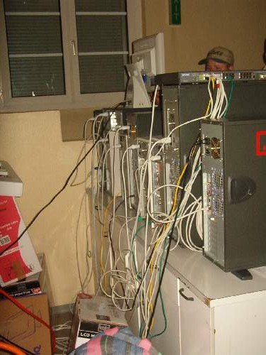 2004-02-13 - Fire-LAN - 083