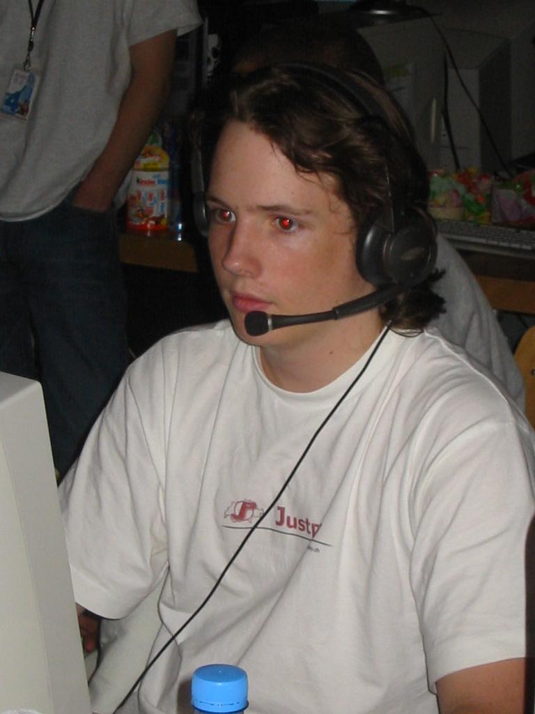 2003-10-03 - CAD 4 - 086