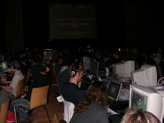 2004-10-01 - Bluescreen V - 006