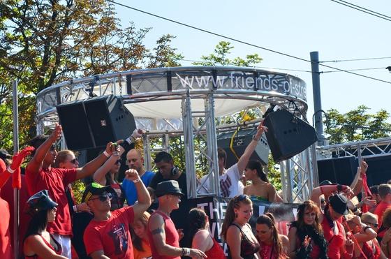 2012-08-11 - Street Parade 2012 - 003
